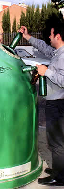 Cada español recicló una media de 14,5 kilos de vidrio en 2007, un 56% del total consumido, según Ecovidrio