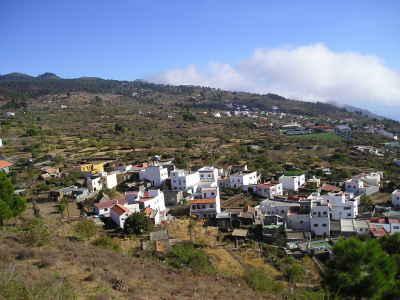 Un incendio forestal alarma a la isla de El Hierro