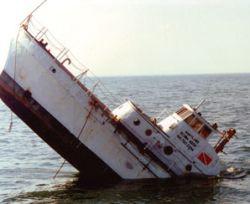 Acusan al puerto de continuar con los hundimientos de barcos