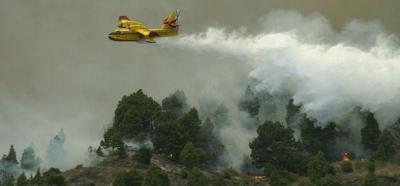 El incendio presenta su foco más intenso en la montaña de la Horqueta, en Mazo