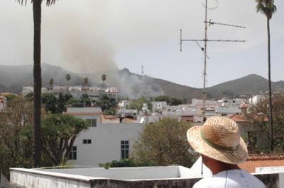 Una explosión pirotécnica provoca un incendio con al menos un herido en Teror