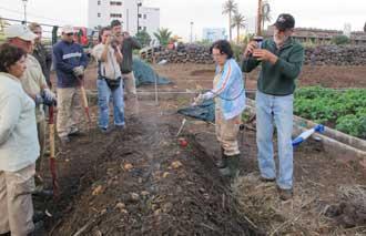 Jóvenes de Valle Gran Rey aprenden a fabricar y usar abono natural para rentabilizar la producción agrícola