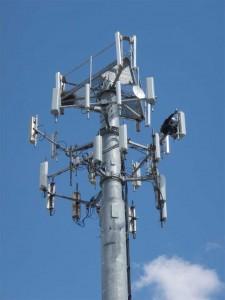 Los vecinos de El Sobradillo presentan una ordenanza por la que las antenas de telefonía móvil deben ser retiradas de los núcleos urbanos